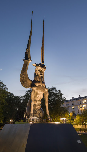 londonhellstatue1