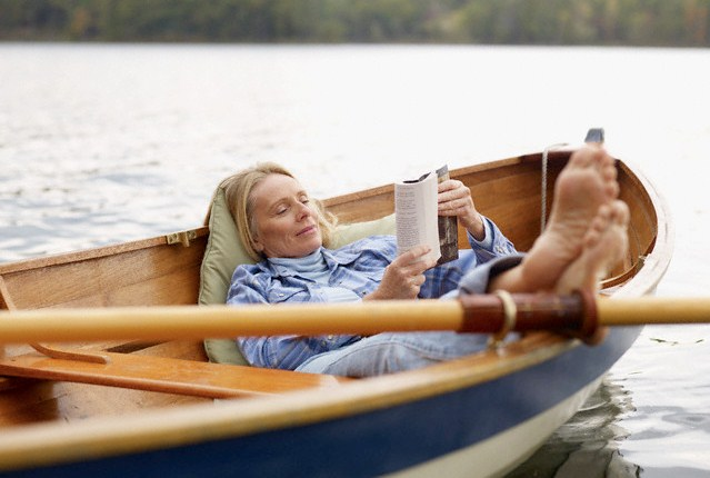 woman-with-feet-up-reading-book-in-canoe_1